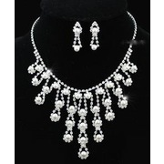 Queen White Faux Pearl Necklace Earrings Set XS1171